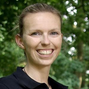 Dr. Julia Becker